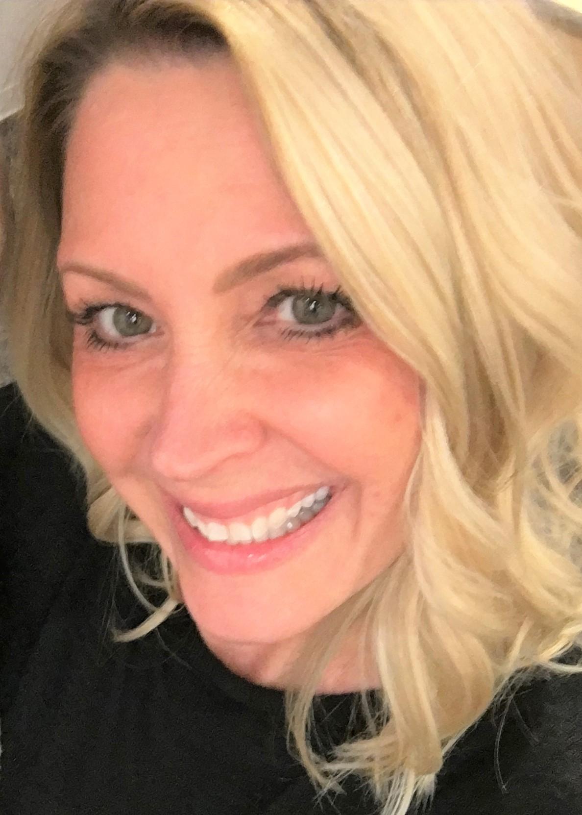 Stacie Anderson headshot_